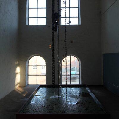Installation repos - kædehejs, kunstige planter, jerntråd, kobberspray, plastikslange, springvandspumpe, træ, pap, andemad, vand